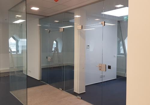 Glas: Trennwände & Türen